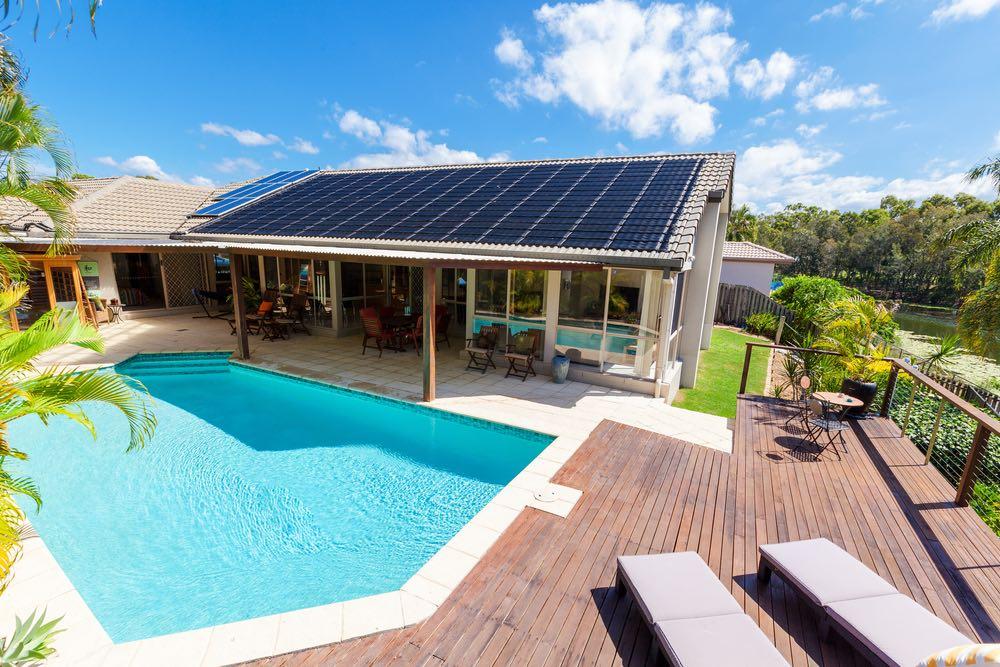 ¿Por qué debes usar placas solares?