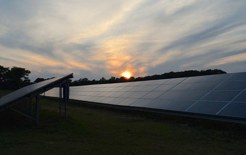 ahorrar dinero con energía solar